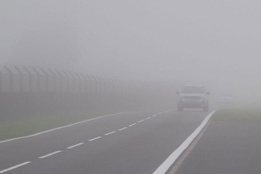 Cuidados ao dirigir em meio à neblina - Blog da Jocar